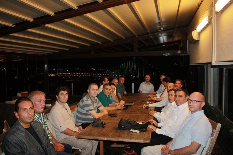 İSTANBUL TRT'DE İFTAR YEMEĞİ VERİLDİ
